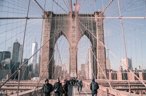 Peole on Brooklyn Bridge