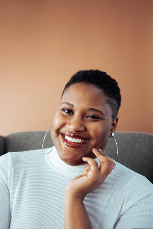 Безкоштовне стокове фото на тему «афро-американська жінка, афро-американських дівчина, афроамериканський, вираз обличчя»