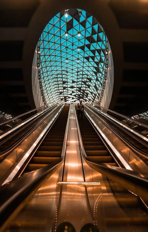 Photo En Gros Plan De L'escalator éclairé
