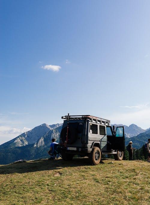 Foto d'estoc gratuïta de 4x4, a l'aire lliure, aparcat, automòbil