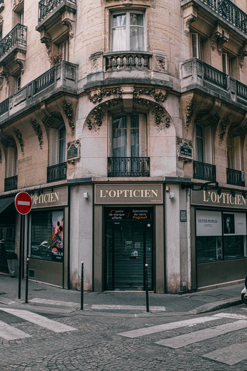 L'opticien Building Shopfront during Day