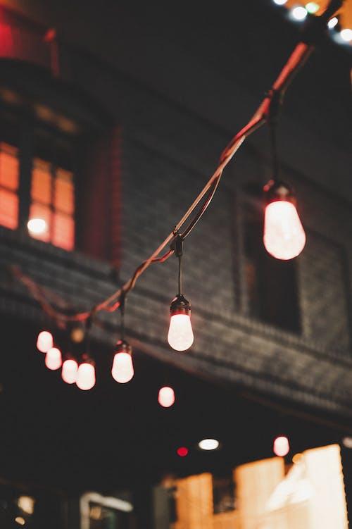 Fotografía De Enfoque Selectivo De Luces De Cadena