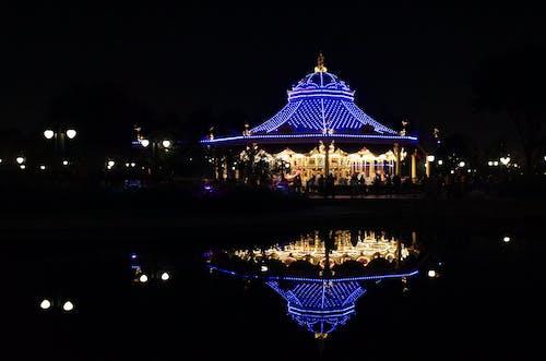 Foto profissional grátis de carrossel, disneylândia, Parque de diversões