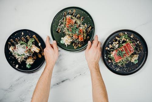 Foto profissional grátis de alimento, almoço, atendendo, atum