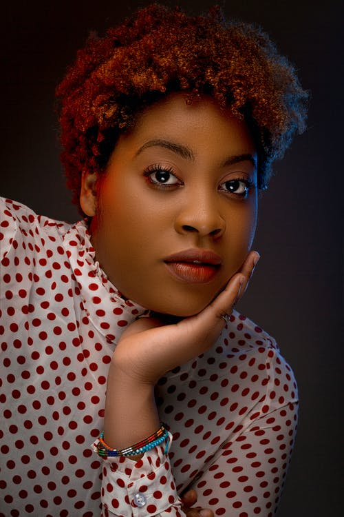 afrikalı-amerikalı kadın, aşındırmak, bukleli, cazibe içeren Ücretsiz stok fotoğraf