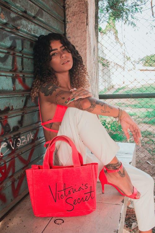 光鮮亮麗, 刺青, 卷帘门, 围栏 的 免费素材照片