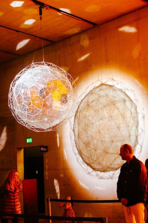 Foto profissional grátis de esfera, instalação, leve