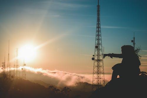 Základová fotografie zdarma na téma cestování, napájecí věž, obloha, osoba