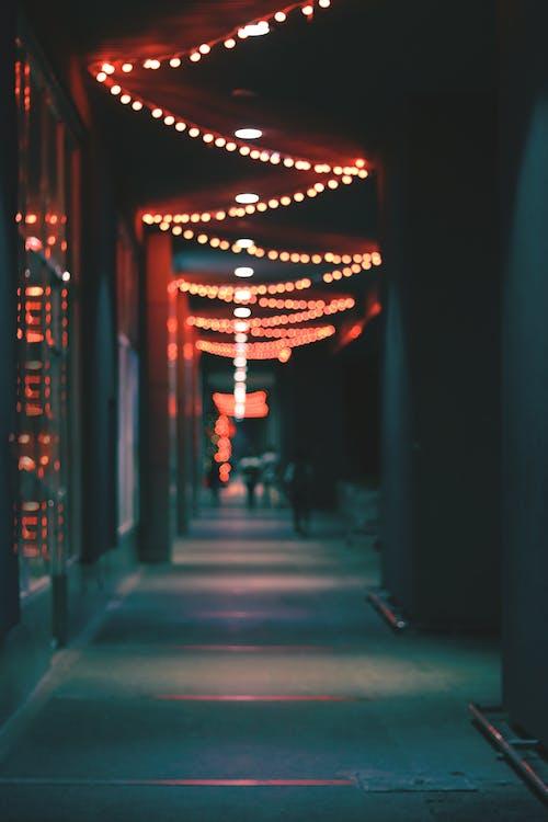Immagine gratuita di architettura, bokeh, illuminato, luce rossa