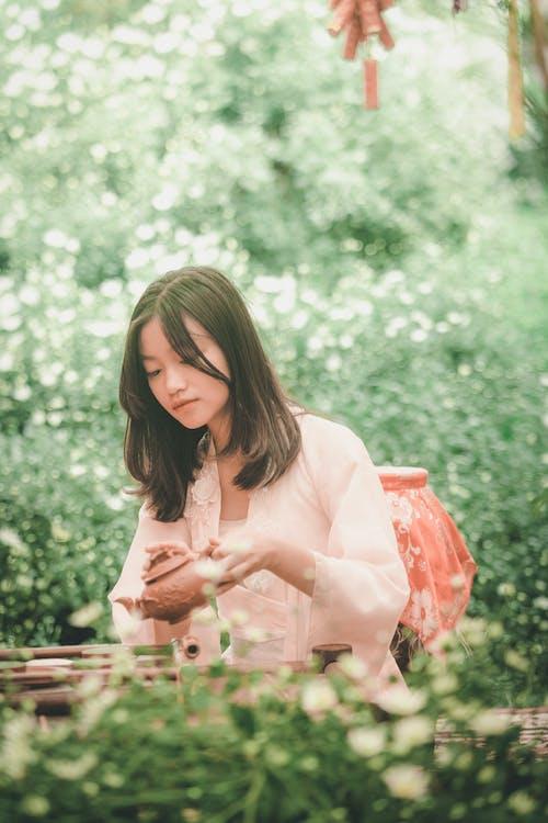アジアの女性, アジア人の女の子, お茶, くつろぎの無料の写真素材