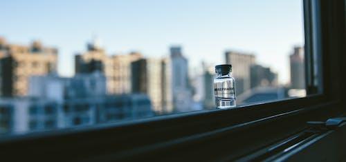 Δωρεάν στοκ φωτογραφιών με άρωμα, αστικός, γαλάζιος ουρανός, μπουκάλι