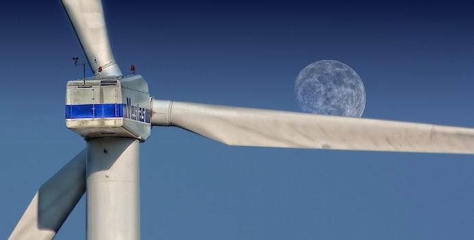 Kostenloses Stock Foto zu mond, elektrizität, erneuerbare energie, windturbine