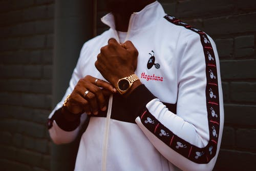 Immagine gratuita di giacca, in piedi, mani, moda