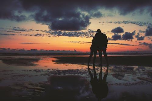 Kostnadsfri bild av kärlek, kramas, lynnig, moln