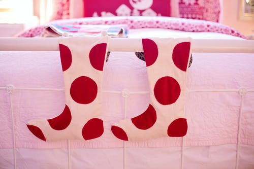 Gratis lagerfoto af jul, polka prik, rød, seng