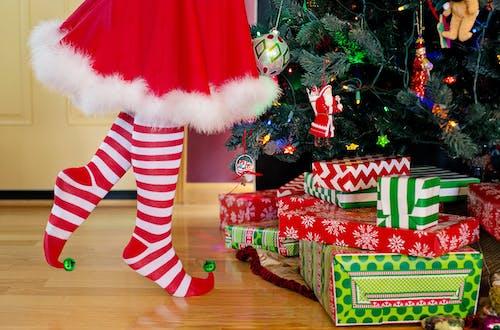 Gratis lagerfoto af gaver, jul, julemand, kvinde