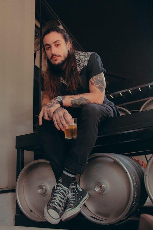 Kostnadsfri bild av bar, cerveja, dålig pojke