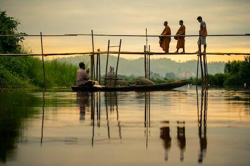 Gratis lagerfoto af båd, bro, buddhist, fisker