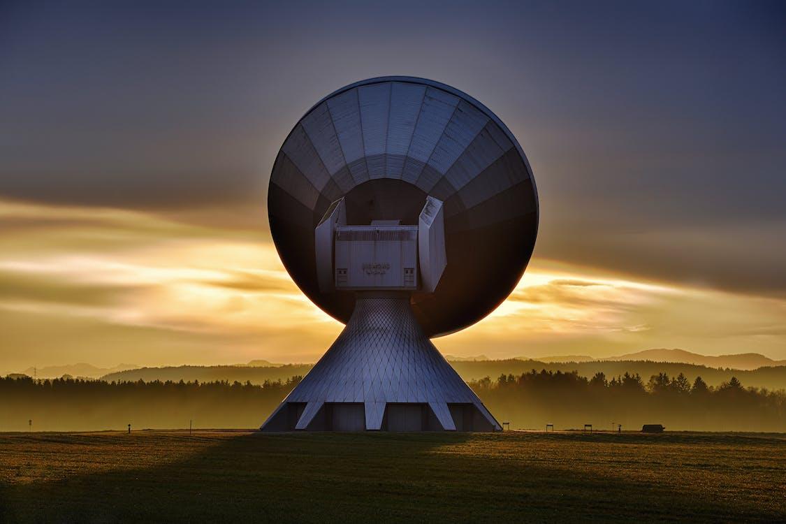 amanecer, antena parabólica, arboles