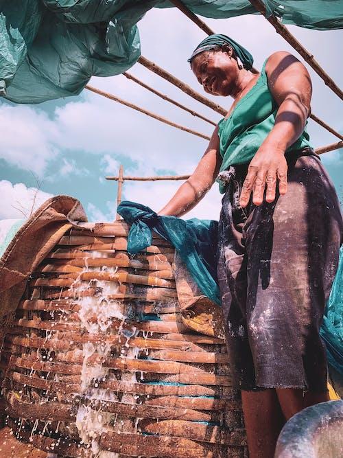 Gratis lagerfoto af container, fisker, hånd, kurv