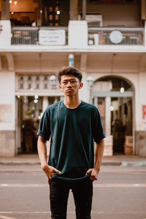 Gratis stockfoto met architectuur, aziatische kerel, Aziatische persoon, bril
