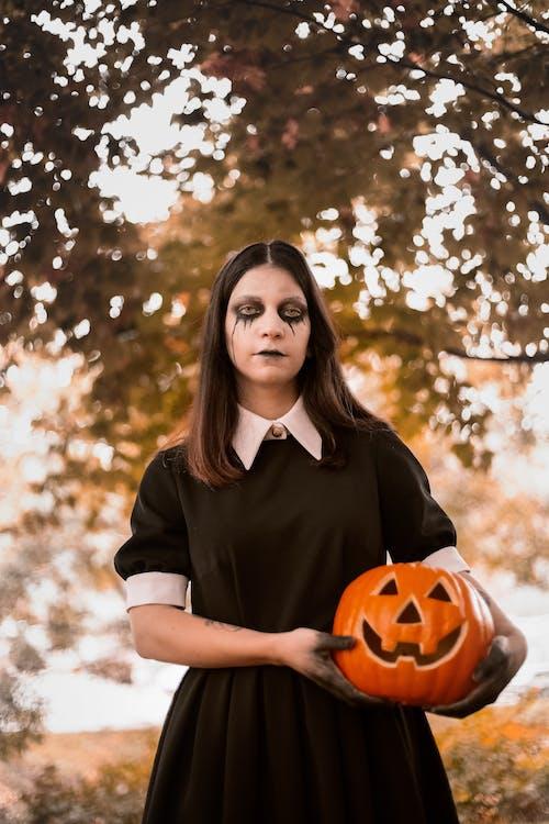 Darmowe zdjęcie z galerii z ciemność, ciemny, cukierek albo psikus, czarna sukienka