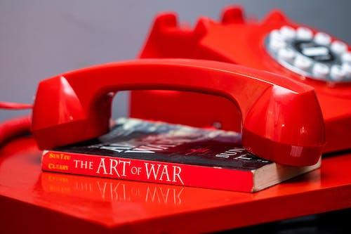 Ilmainen kuvapankkikuva tunnisteilla kirja, lankapuhelin, lukeminen, Puhelin