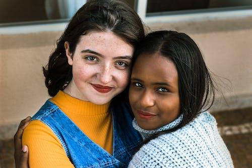 Fotos de stock gratuitas de abrazando, abrazar, actitud, adultos