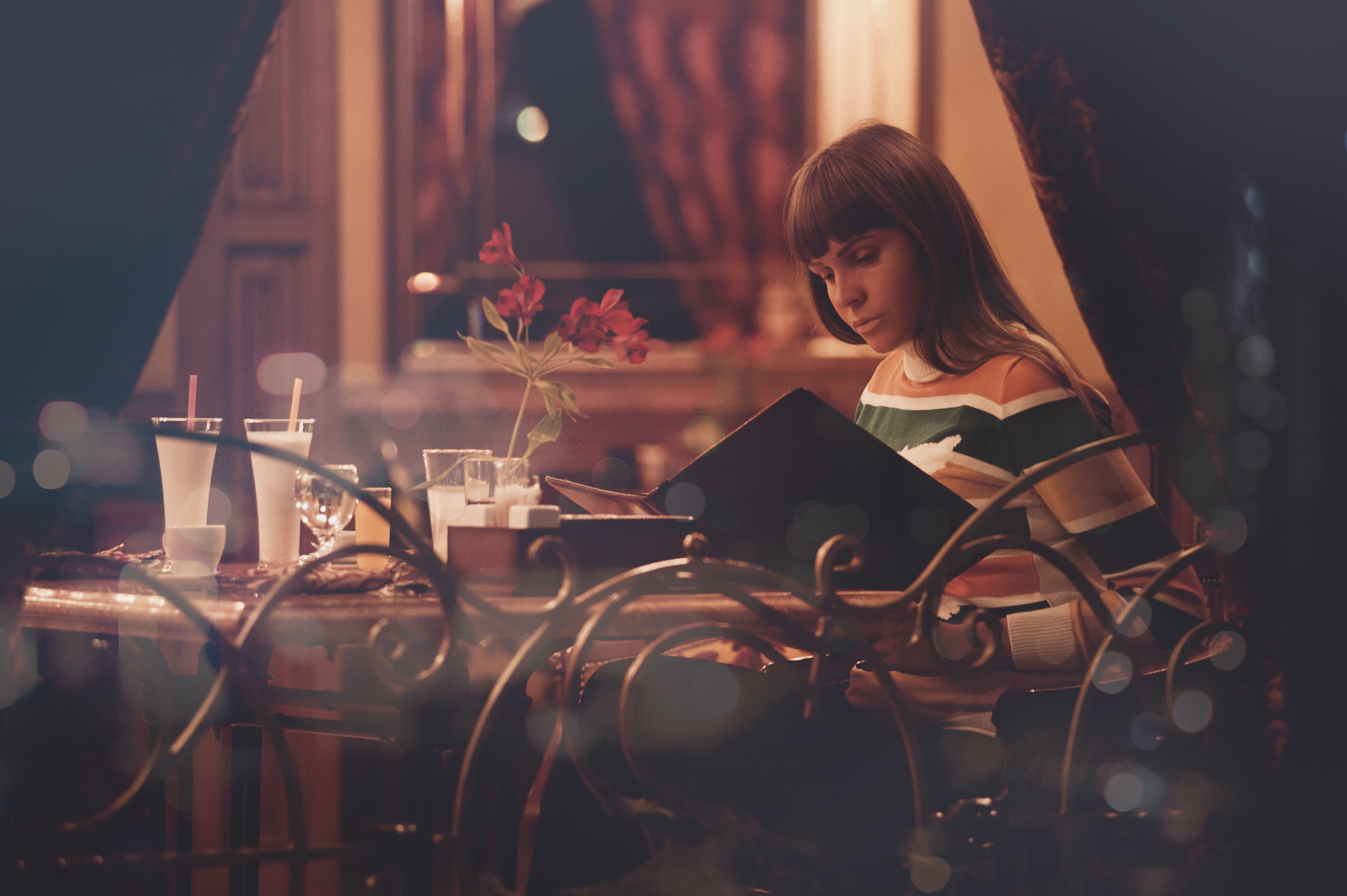 Kostenloses Stock Foto zu licht, menü, restaurant, liebe