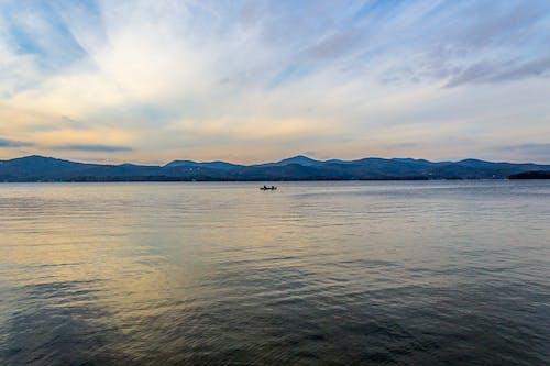 Foto stok gratis air, cahaya, danau george, kapal