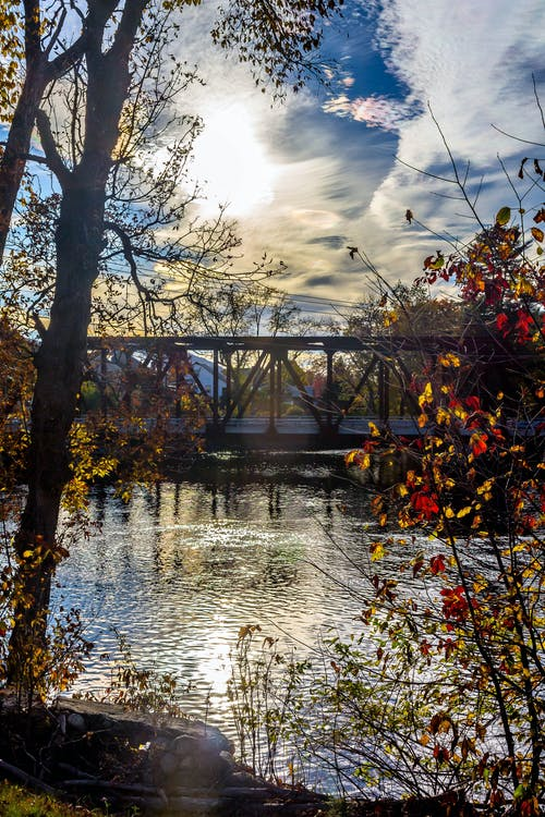 Foto stok gratis air, awan, jembatan, matahari terbenam
