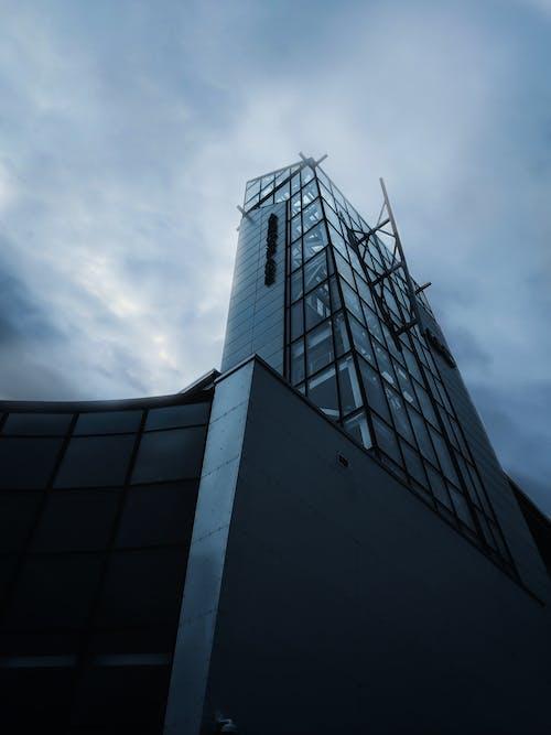 Kostenloses Stock Foto zu architektur, bewölkter himmel, büro