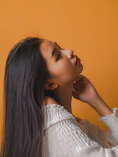 Immagine gratuita di capelli lunghi, capelli scuri, donna, femmina