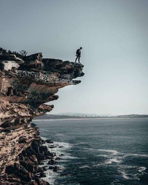 Безкоштовне стокове фото на тему «cliff edge, берег моря, дивитися вниз, море»