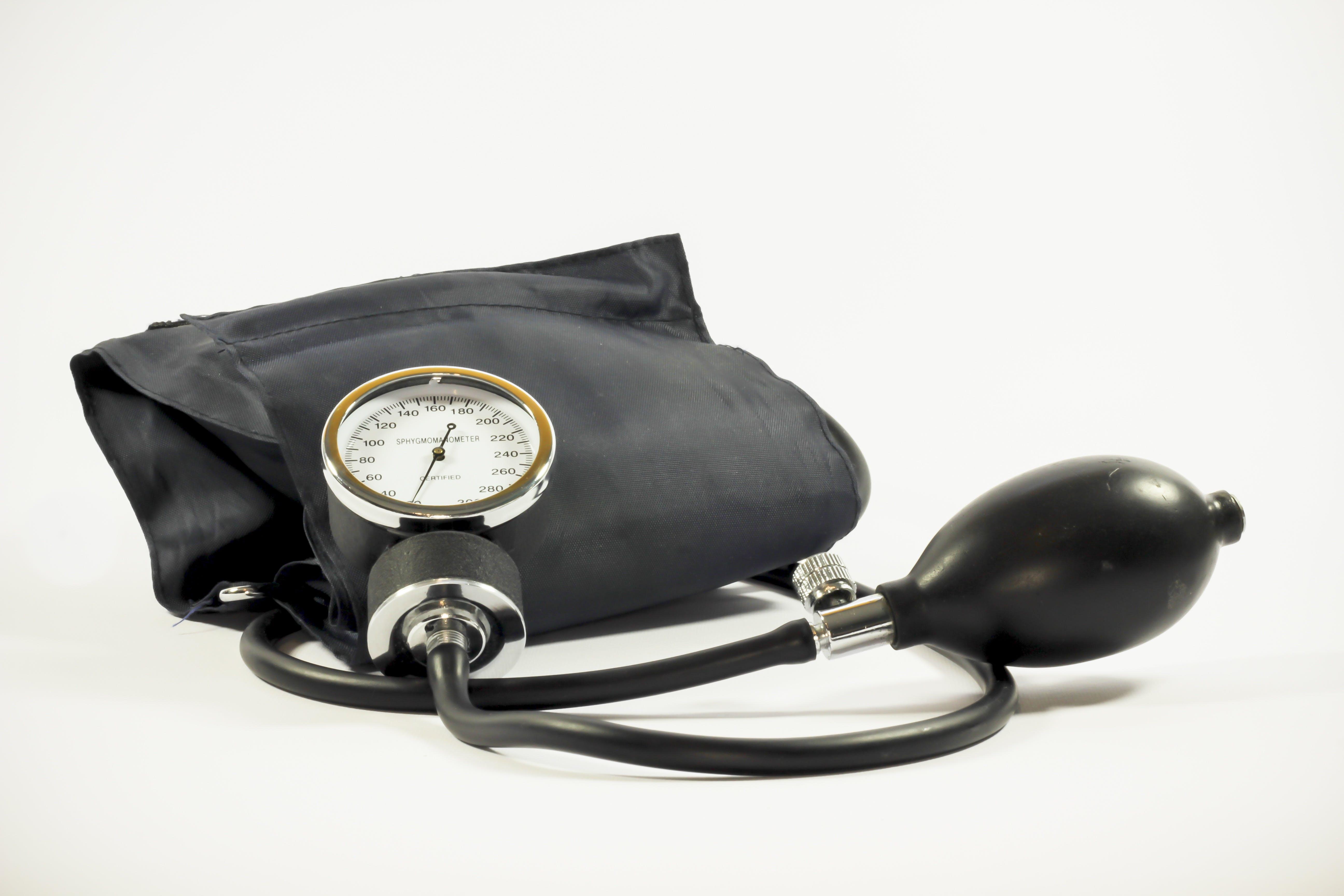 Kostenloses Stock Foto zu ausrüstung, blutdruckmesser, blutdruckmessgerät, gesundheit