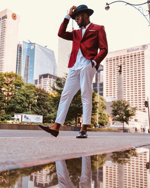 Immagine gratuita di alla moda, camminando, elegante, esterno