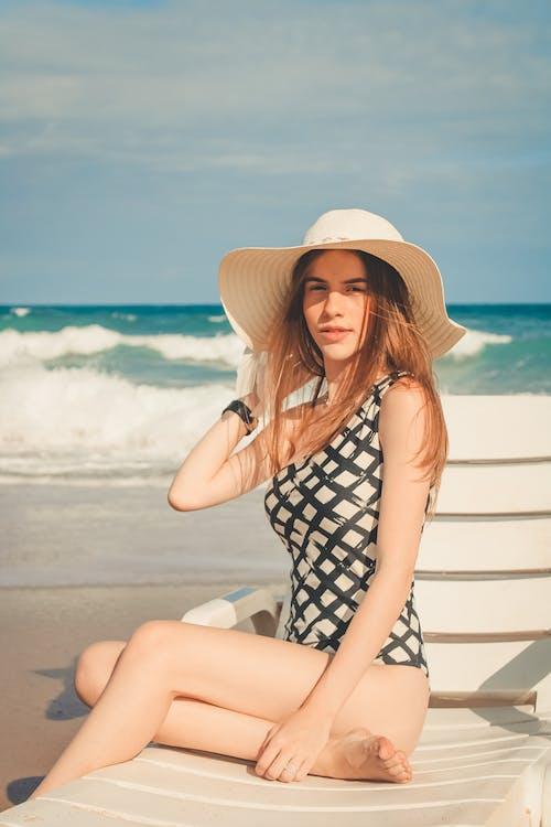 假期, 咖啡色頭髮的女人, 坐, 夏天 的 免费素材照片