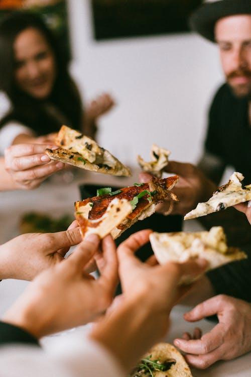 Fotobanka sbezplatnými fotkami na tému doručenie pizze, fast food, jedenie, jedlo