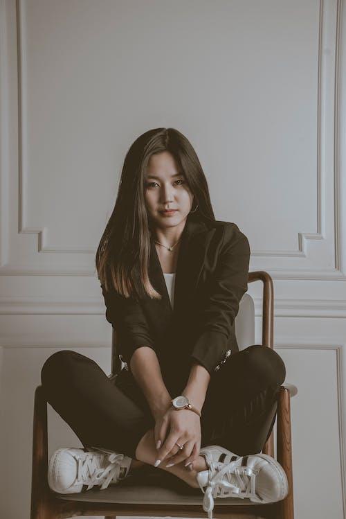 亞洲女人, 坐, 女人, 時尚 的 免費圖庫相片