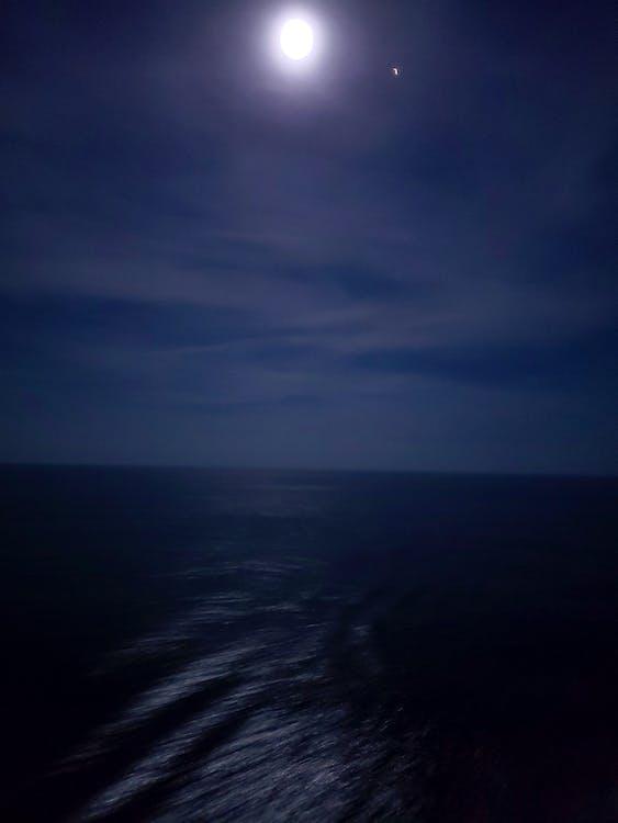 Kostenloses Stock Foto zu kreuzfahrt, mond, nacht