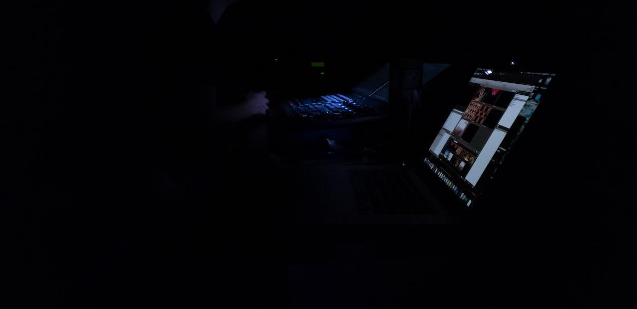 Kostenloses Stock Foto zu dunkel, konzert, laptop