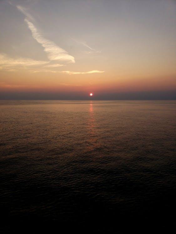 Kostenloses Stock Foto zu kreuzfahrt, ozean, sonnenuntergang