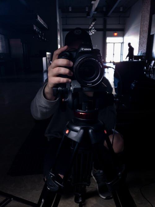 Kostnadsfri bild av kamera, kanon, lynnig