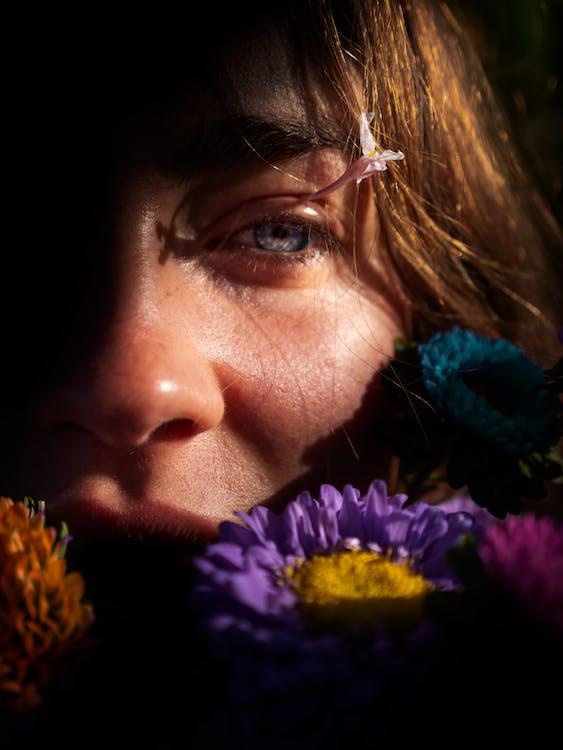 kobieta, kwiaty, oko