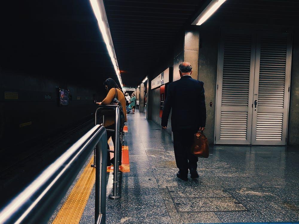 คลังภาพถ่ายฟรี ของ คน, ชานชาลา, ชานชาลารถไฟใต้ดิน