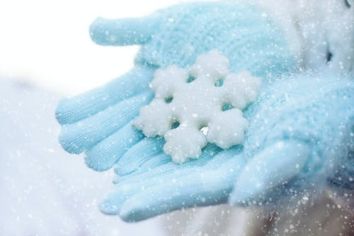 Free stock photo of gloves, holding snowflake, snow, snowflake