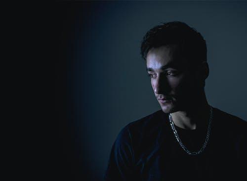 Ingyenes stockfotó álló kép, árnyék, feldőlt, férfi modell témában