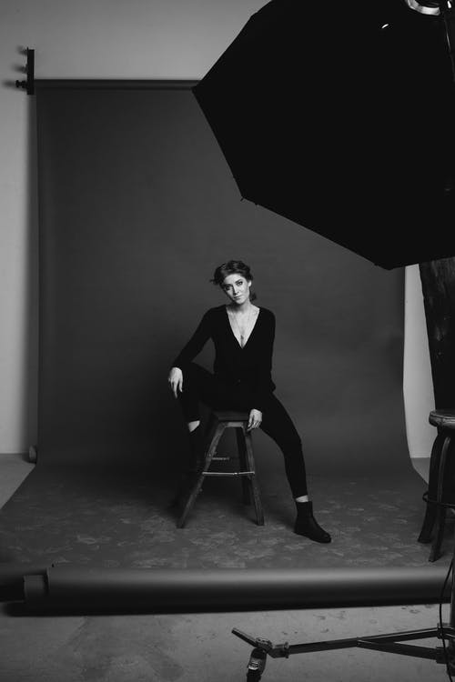 czarno-biały, kobieta, krzesło