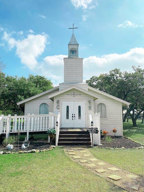 bina, çarpı, kilise, mimari içeren Ücretsiz stok fotoğraf