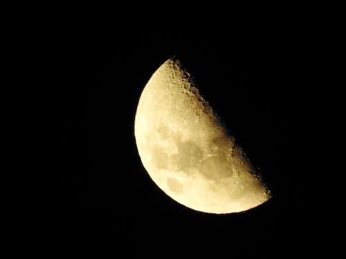 Foto d'estoc gratuïta de fases de la lluna, Mitja lluna